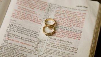 La Mujer vs La Biblia  